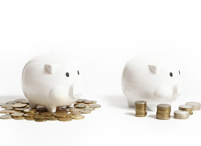2つの豚の貯金箱
