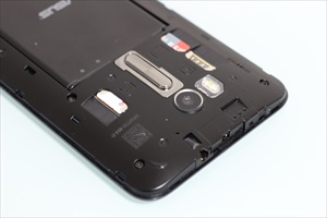 ZenFone GoのデュアルSIMスロット