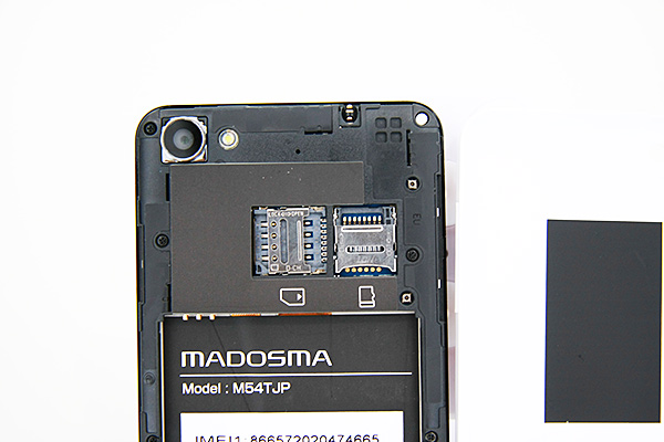 microSIMカードとmicroSDカードのスロット