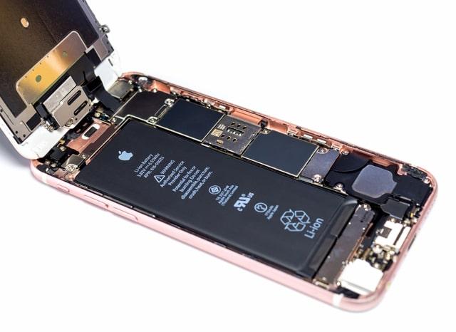 iphoneを分解した様子