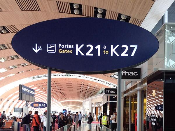 Frutiger:シャルル・ド・ゴール空港で観られるフォント