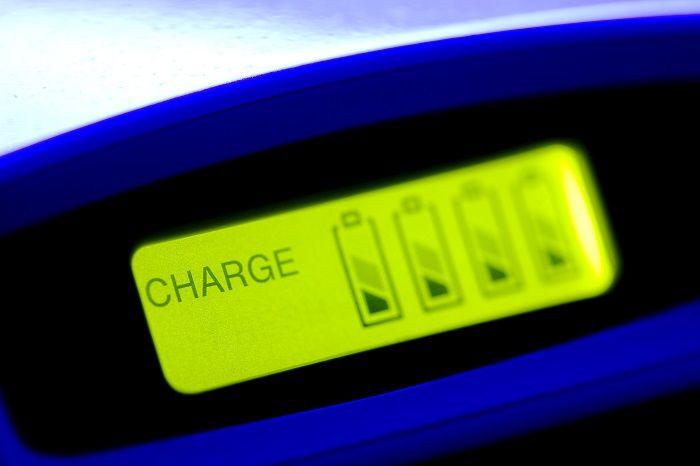 ステップ1.バッテリーを充電