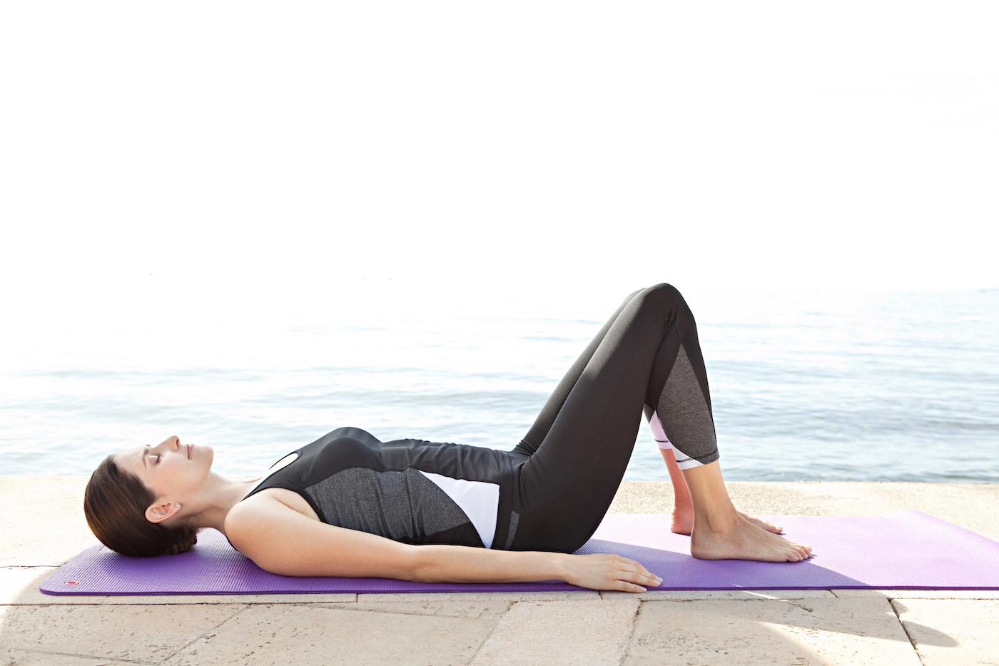 ドローインのやり方とポイントを紹介!呼吸をするだけで鍛えられる体幹トレーニング
