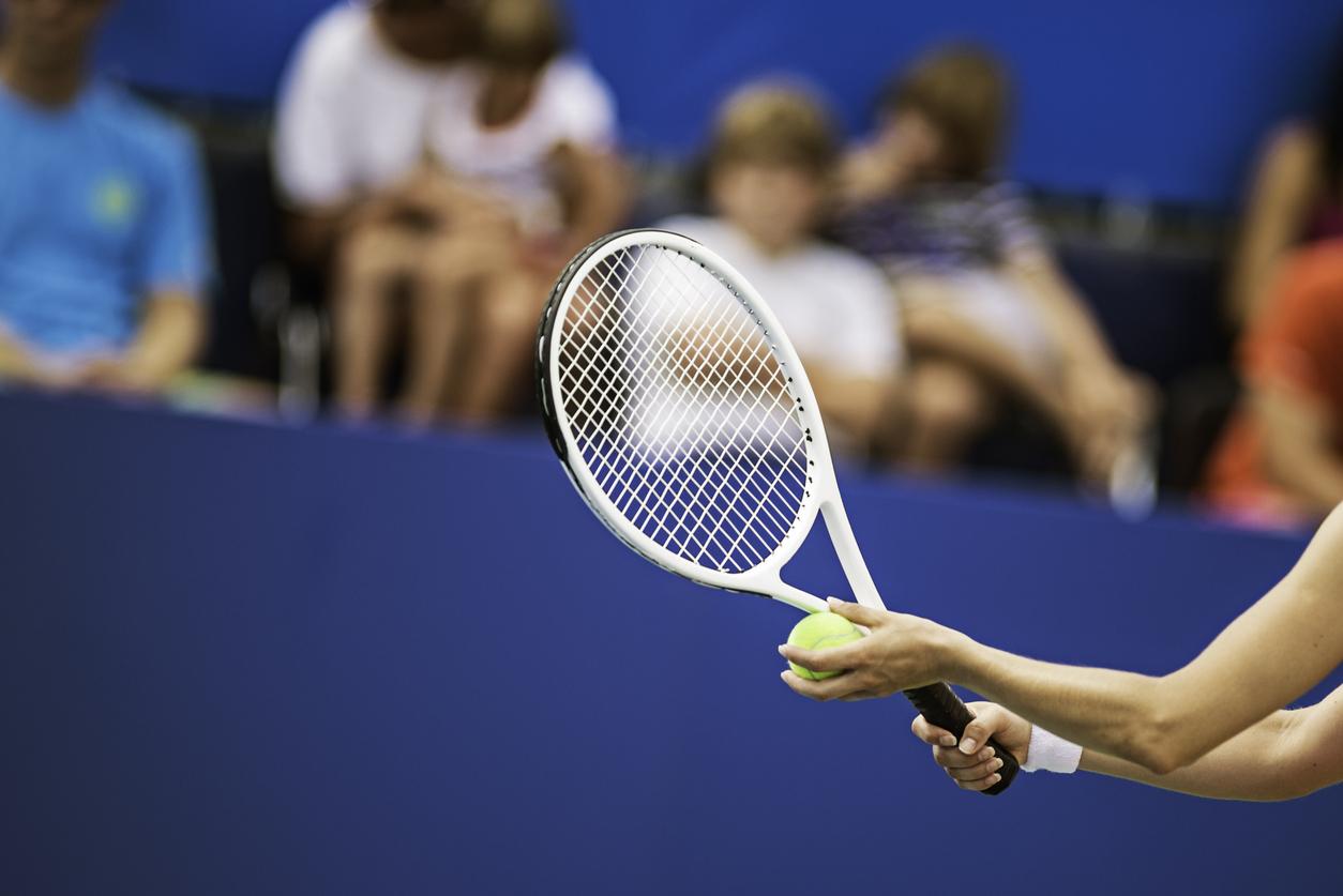 Sports spoit eyecatch beginner watching tennis