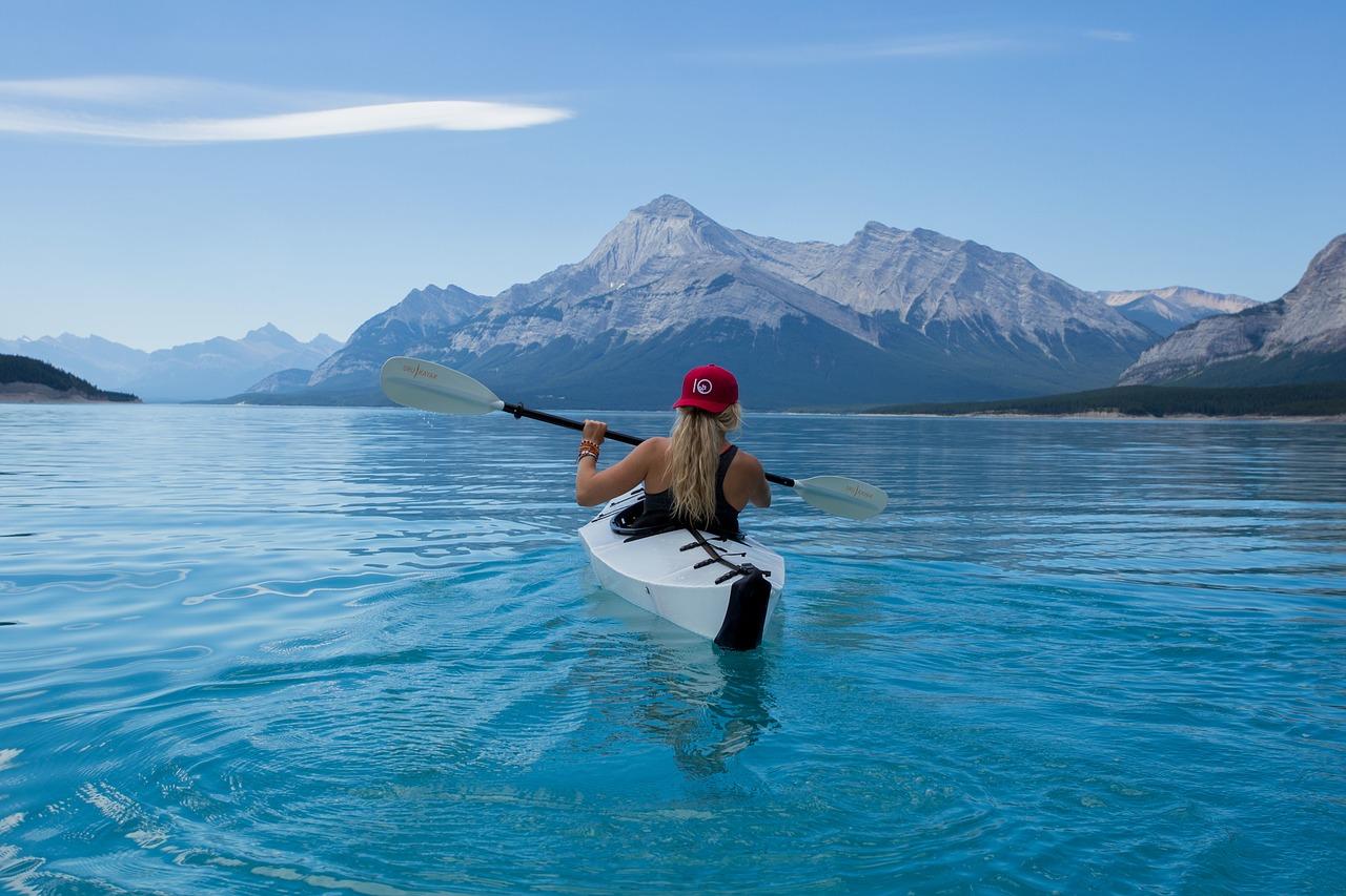 Sports spoit eyecatch kayak woman