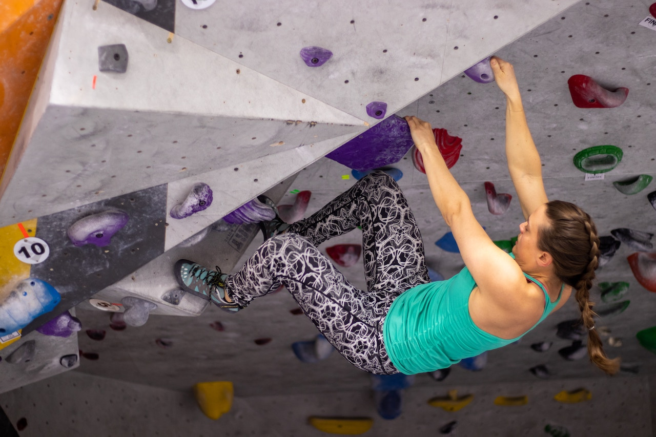 Sports spoit eyecatch rock climbing rule woman