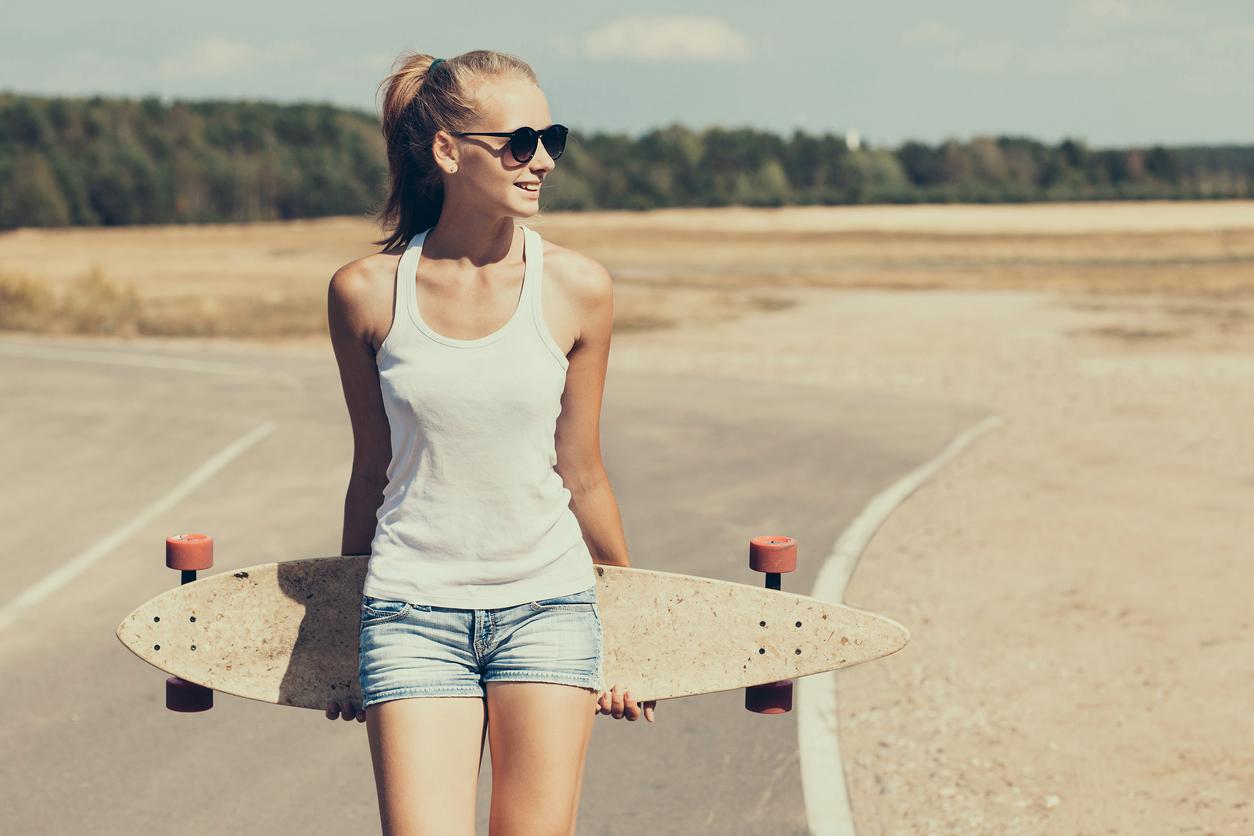 Sports spoit eyecatch skateboard woman fashion