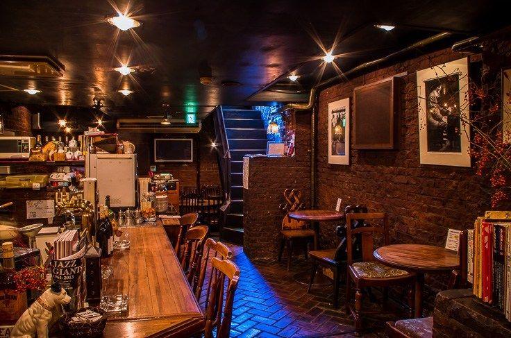 新宿にある老舗Jazz Café Bar DUG