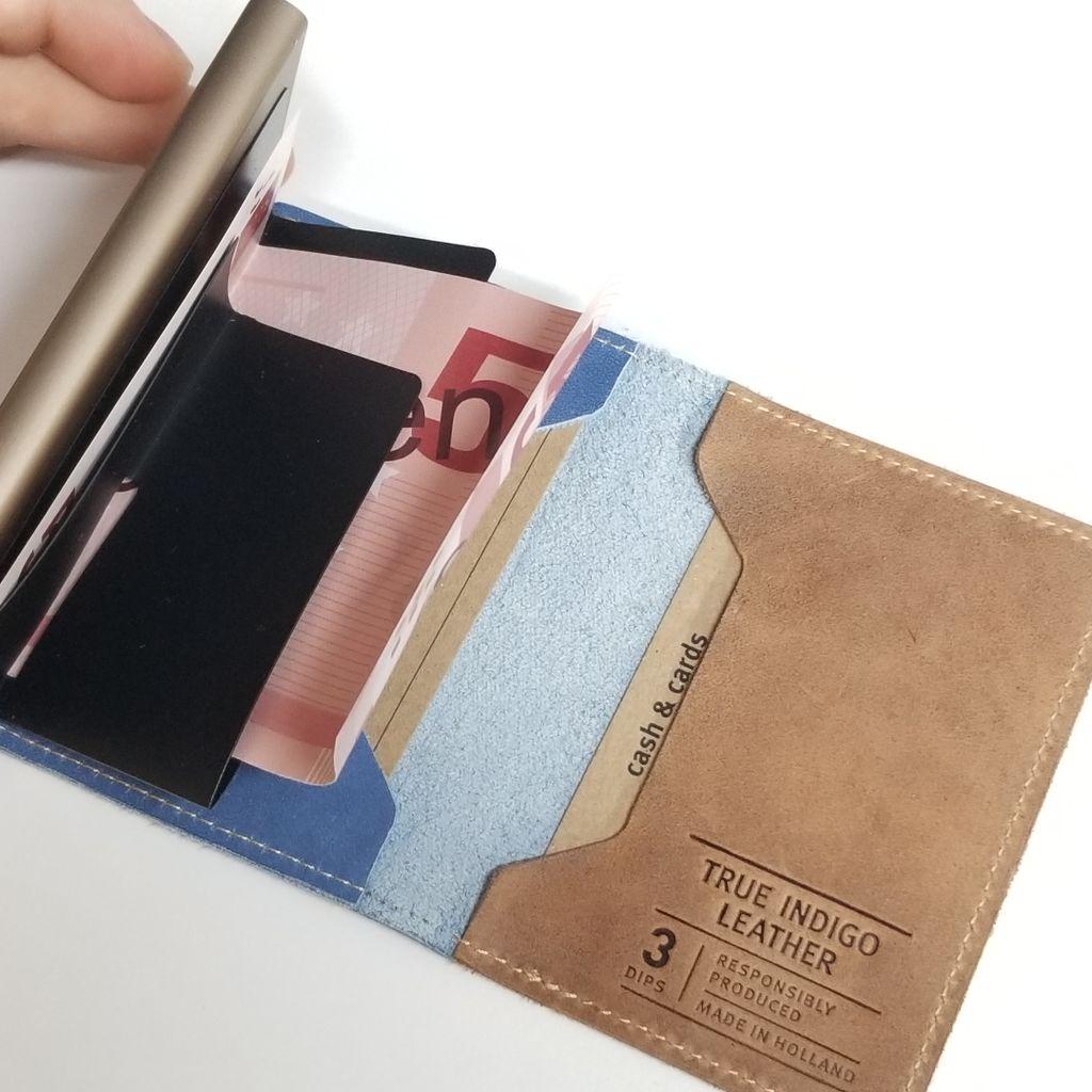 キャッシュレスの時代なので小さい財布「SECRID」買った