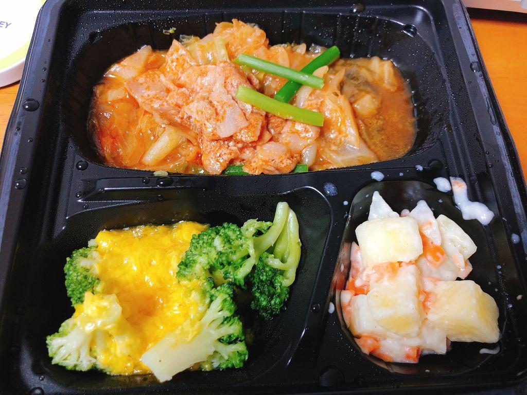 冷凍宅配弁当「豚キムチ風」