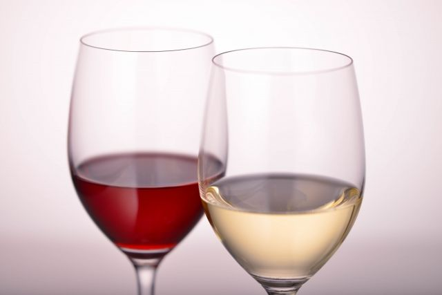 芸能人格付けチェック、なぜ白ワインと赤ワインを間違えるのか?