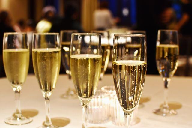 シャンパンとスパークリングワインって何が違うの?
