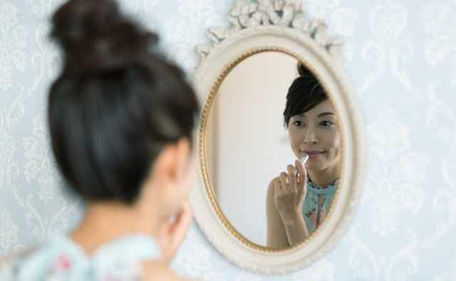 ちょっと勝気なプリンセスがチャーミングなおとぎ話『白雪姫と鏡の女王』