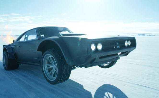 高級車もふっ飛ぶ!宙を舞う!「ワイルドスピード」