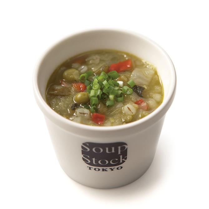緑の野菜と岩塩のスープ