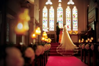 【京都】ステンドグラスが綺麗な教会のブライダルフェア特典をご案内します