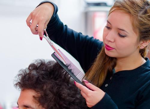 くせ毛に悩まずヘアスタイルを決めたい!おすすめのヘアスタイル