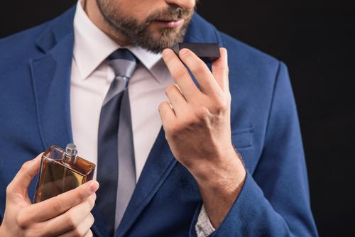 女性から好感をもたれるには売れ筋香水をチェックすべし!