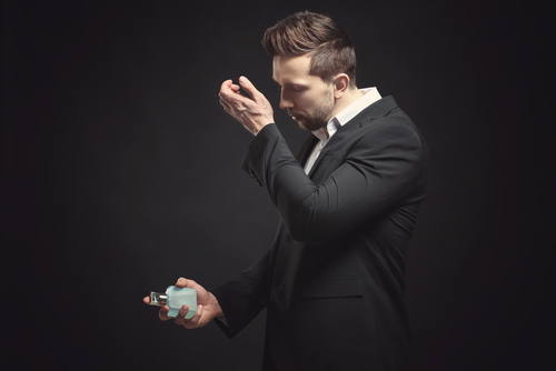 【今さら聞けない香水の基本】香りの種類やつけ方を徹底解説!