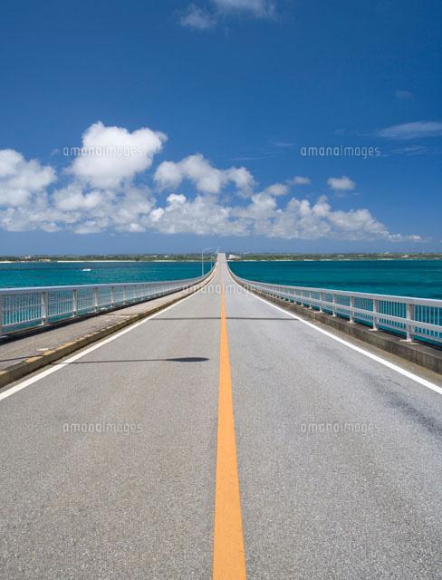 海の上を続く車道[01016010601]...