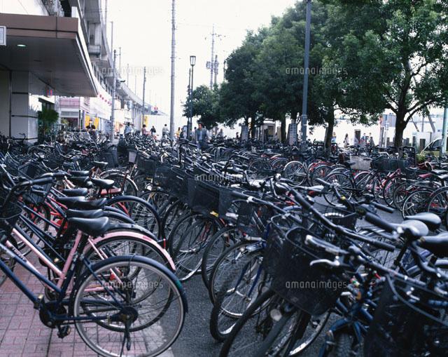 武蔵浦和駅前の放置自転車 浦和...