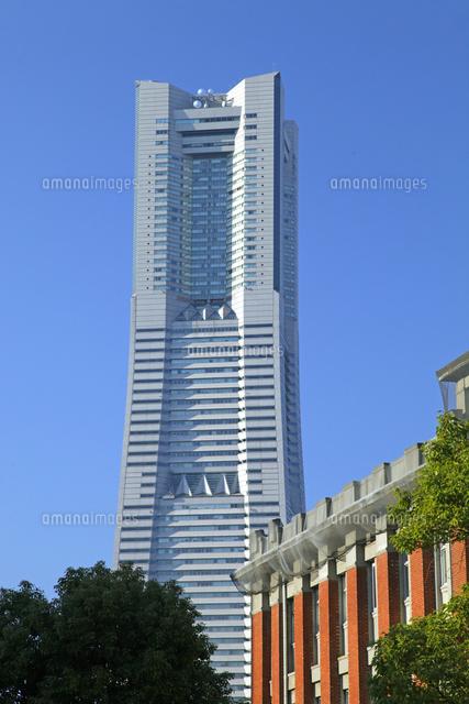 北仲brickと横浜ランドマークタワー01335035459の写真素材イラスト