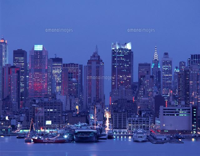 摩天楼の夜景 ニューヨーク アメリカ01694007181の写真素材イラスト