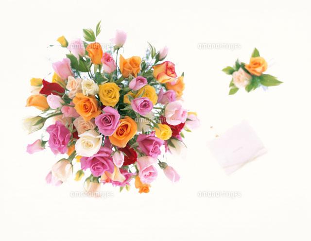 ウェディングイメージ花束カードなど01737001575の写真素材