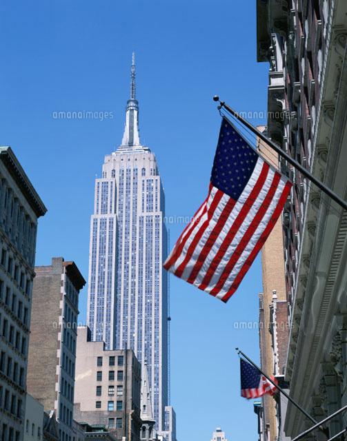 エンパイアステートビルとアメリカ国旗 ニューヨーク アメリカ