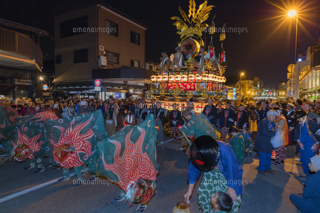 秋の高山祭の夜景