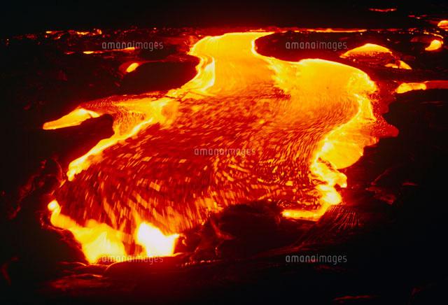 夜の溶岩流01809018007の写真素材イラスト素材アマナイメージズ