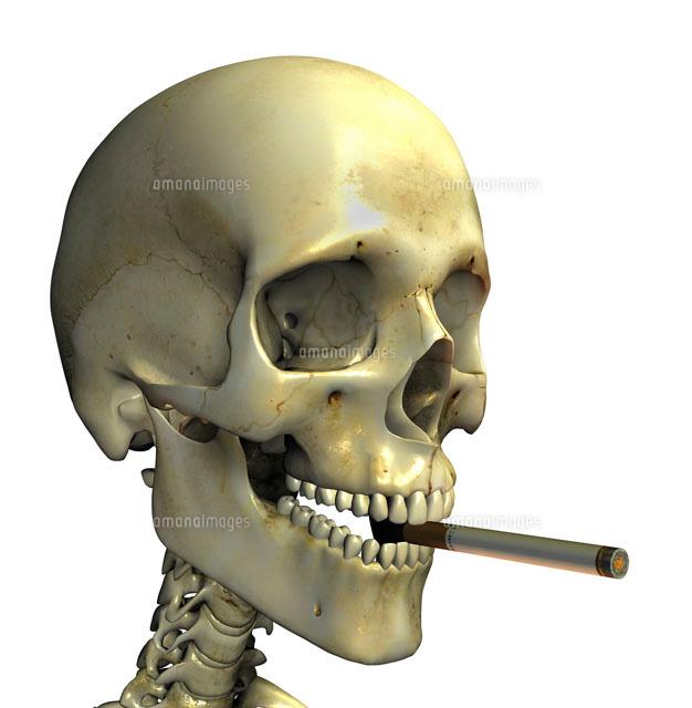タバコをくわえる骸骨[018090181...