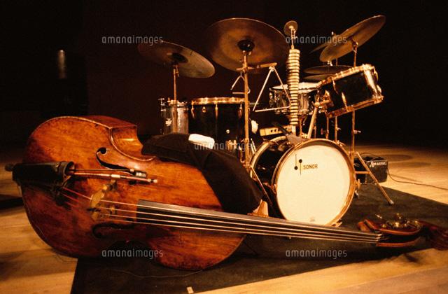 ジャズベースとドラムセット02015000012の写真素材イラスト素材