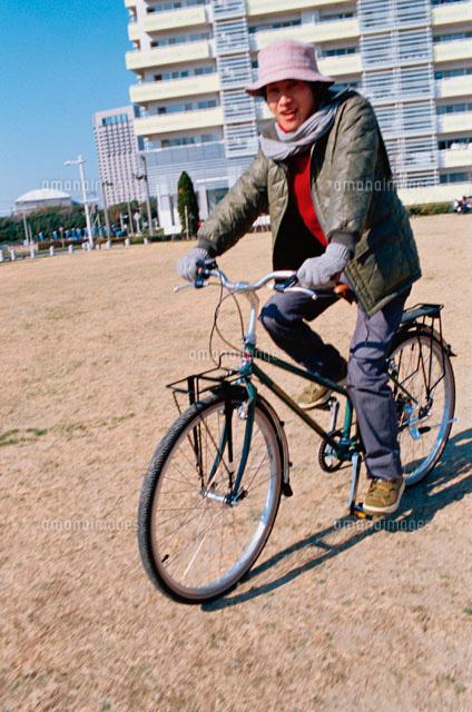 自転車に乗る日本人男性[02213000249]| 写真素材・ストックフォト ...