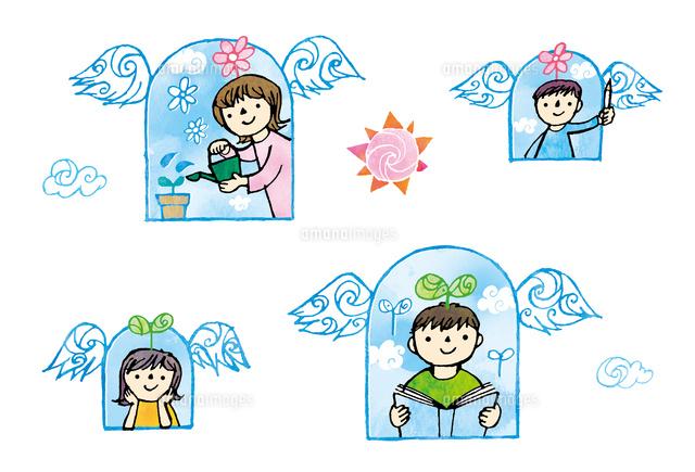 羽のついた窓から顔を出す子供達02221000288の写真素材イラスト素材