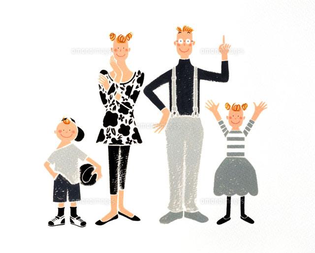 正面を向くモノクロ服のお洒落な両親と子供02237002664の写真素材