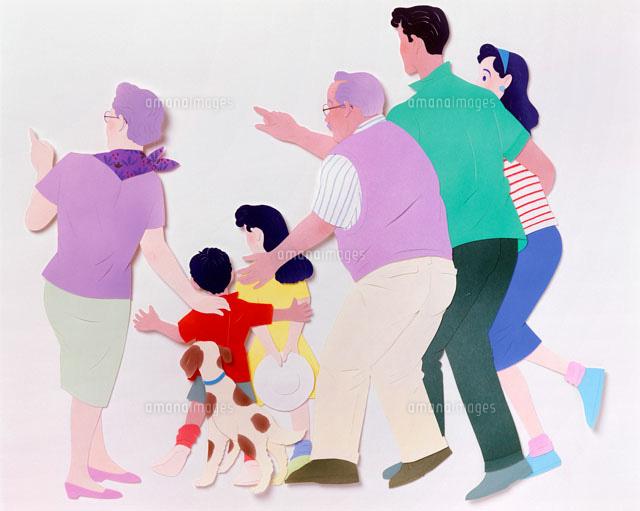 後ろを指差して見つめている家族02237008568の写真素材