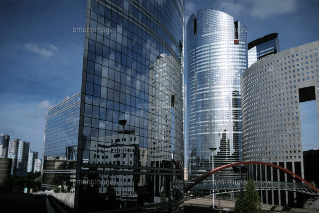 近代的な建物が立ち並ぶ町並み 1997年 フランス(c)Dennis Stock/