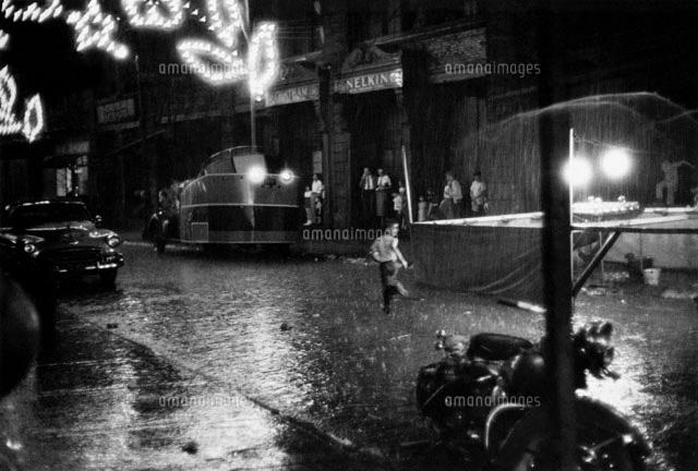 夜道を走る子供 B/W 1957年 ニュ...