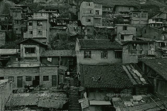 老朽化した町並み 重慶 中国[02265018498]の写真素材・イラスト