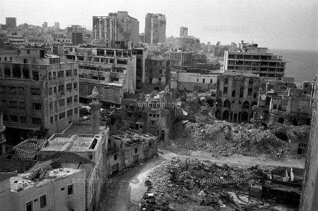 爆弾で半壊したベイルート中心地...