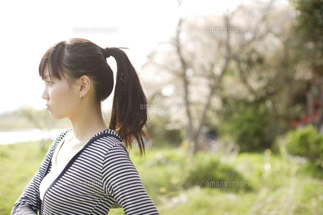 ポニーテールの女性の横顔(c)peace!/orion