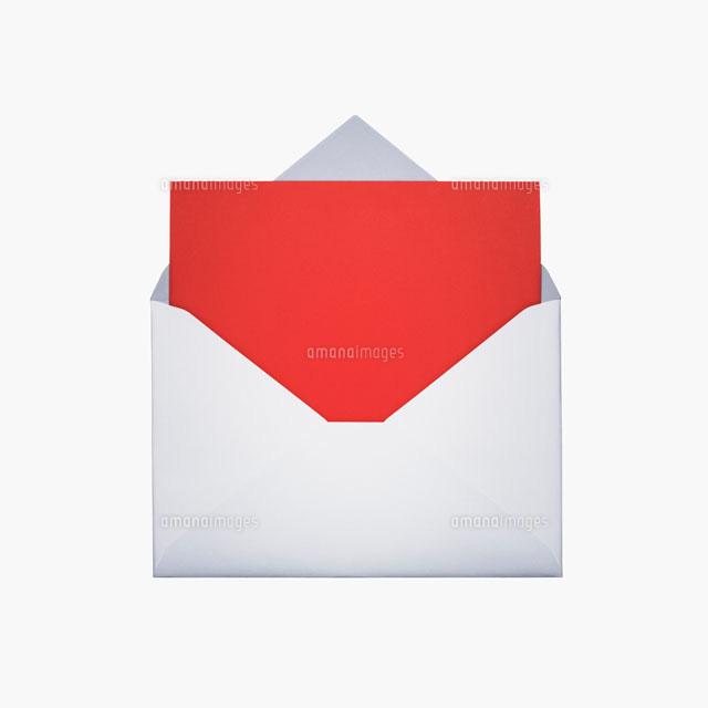 封筒と赤いレター02317001025の写真素材イラスト素材アマナイメージズ