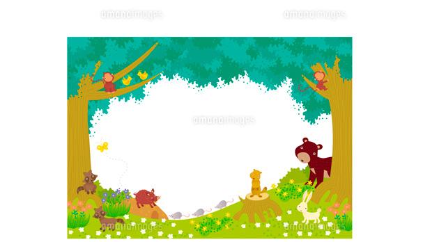 木の周りに集まる森の動物たち02423000001の写真素材イラスト素材