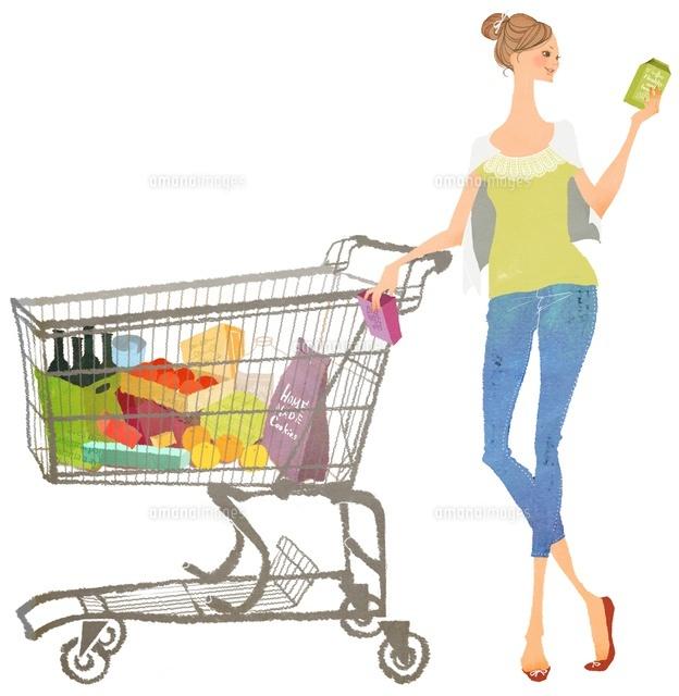 ショッピングカートの横で商品をセレクトしている女性02463000747の