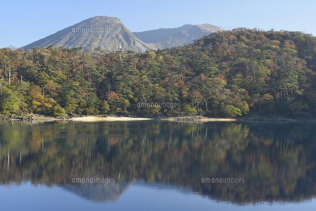 六観音御池の紅葉と韓国岳[02510...