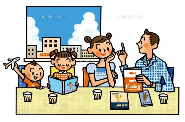 夏の計画を立てる家族02551000043の写真素材イラスト素材アマナ