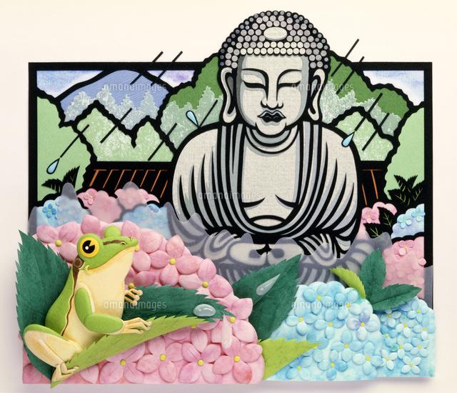 雨に濡れる鎌倉大仏と手前に紫陽花とアマガエル02657000015の