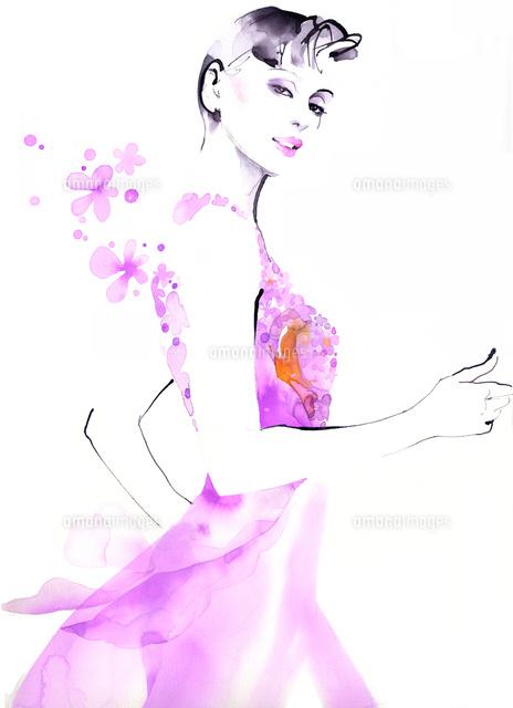 ピンクのドレスの女性全身 の写真素材 イラスト素材 アマナイメージズ