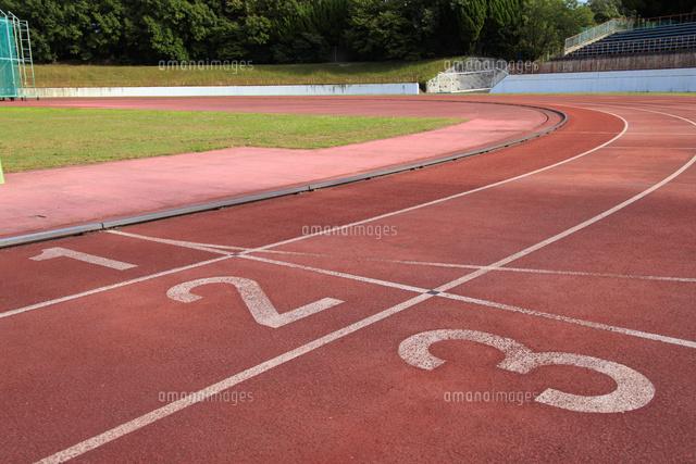 陸上競技場のトラック02768002936の写真素材イラスト素材